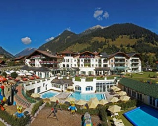 Biker Hotel LEADING FAMILY HOTEL & RESORT Alpenrose in Lermoos