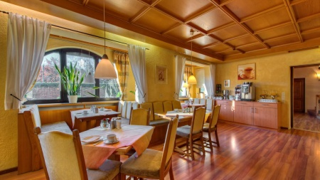 Familienangebote f�r K�NIGSHOF CITY GARNI - Henne Privat-Hotels in Oberstaufen
