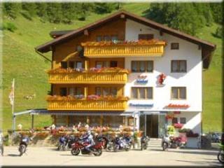 Motorrad Bikerhotel Astoria in Ulrichen in Obergoms
