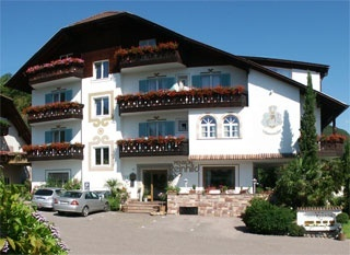 Motorrad Hotel-Pension Reinhild in Nals / Südtirol in Meran