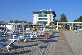 Motorrad Blu Suite Hotel in Bellaria-Igea Marinai (RN) in Nördliche Adriaküste