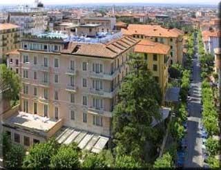 Motorrad Montecatini Palace Hotel in Montecatini Terme in Pistoia