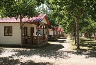 Hotel for Biker Camping Bungalowpark Isábena in La Puebla de Roda in Huesca