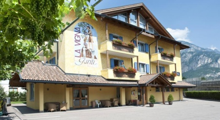 Motorrad Hotel Garni La Vigna in St. Michael an der Etsch in Rotaliana-Ebene