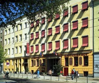 Motorrad Hotel Kastanienhof in Berlin in Berlin
