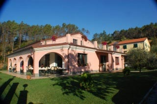 Hotel for Biker Hotel La Rossola Resort in Bonassola in Ligurische Riviera