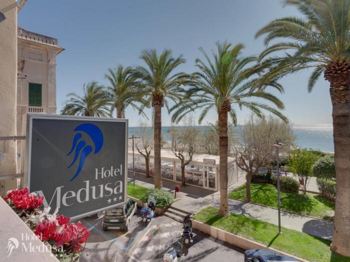 Hotel Medusa in Finale Ligure (Sv) / Ligurische Küste, Blumen- und Palmenriviera