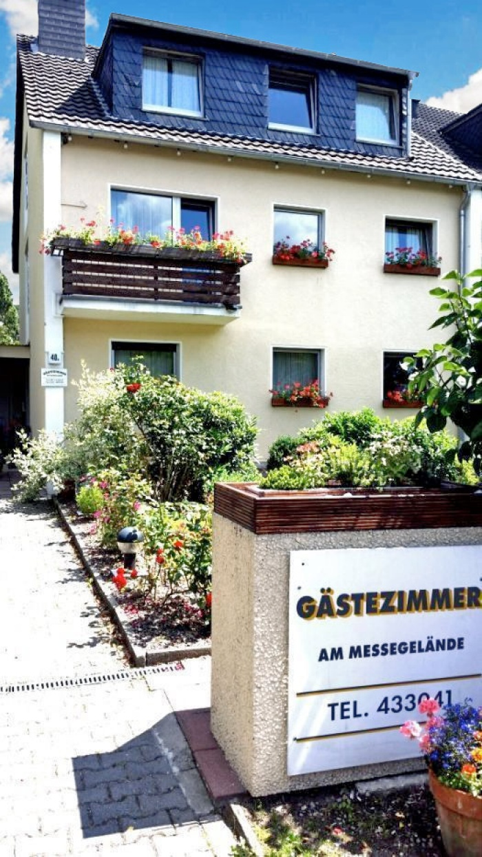 Messe Apartmenthaus-Sonnen in Düsseldorf Lohausen nur 2km zur Messe Düsseldorf in Düsseldorf