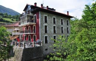 Motorradhotels in kantabrische gebirge - La casa del puente regules ...