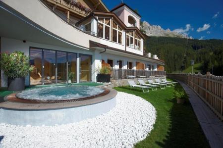 Hotel for Biker Hotel Obereggen - Bikerspoint in Obereggen in Dolomiten