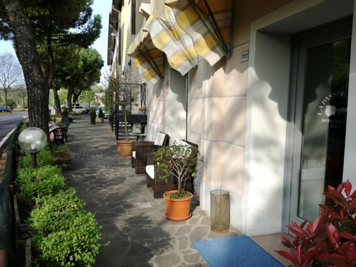 Motorrad Hotel La Passeggiata in Desenzano del Garda in Gardasee