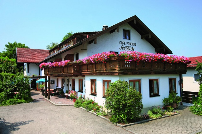 Motorrad Hotel Pension Seeblick in Obing in Chiemgau
