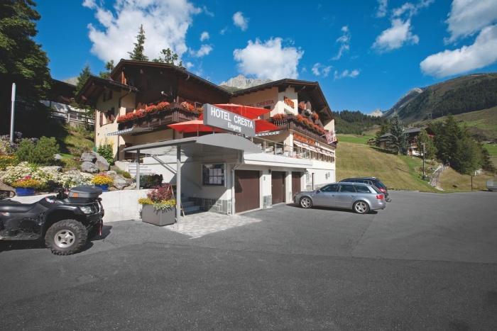 Motorrad Hotel Cresta in Sedrun in