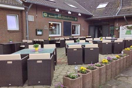 Motorrad Gästehaus-Restaurant Am alten Hafen in Altharlingersiel bei Neuharlingersiel in Neuharlingersiel