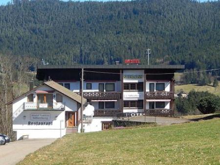 Motorrad Hotel Schloss Silberberg in Baiersbronn in Schwarzwald