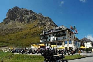 Motorrad Hotel Savoia in Canazei in Dolomiten
