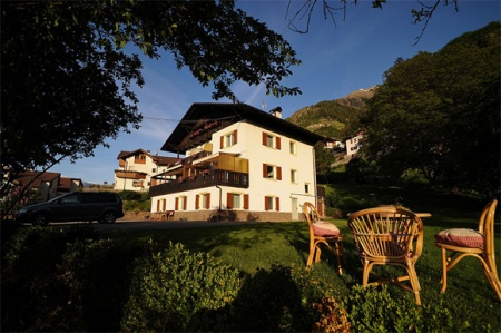 Hotel for Biker Pension Schönaussicht in Partschins (BZ) in Meran
