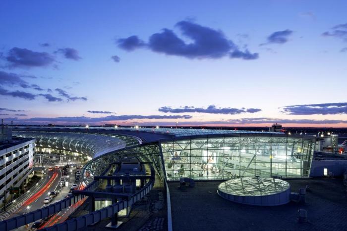 Flughafen SHERATON DÜSSELDORF AIRPORT HOTEL liegt nur 0km vom Flughafen Düsseldorf International entfernt.