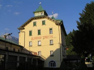 Motorrad Albergo Trieste Lorenzago in Lorenzago di Cadore in Dolomiten