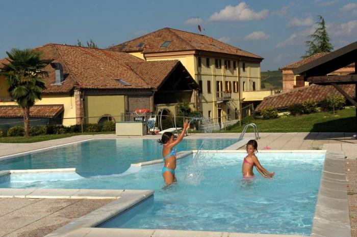 Familienurlaub im familienfreundlichen La Corte Hotel & Ristorante in Calamandrana (AT)