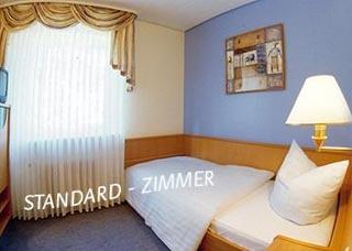flughafen airport hotel am schwimmbad in hattersheim nur. Black Bedroom Furniture Sets. Home Design Ideas