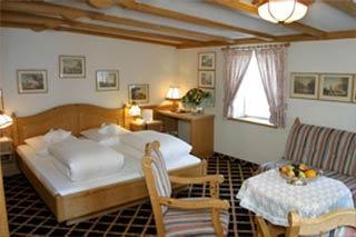 flughafen recknagels hotel traube in stuttgart nur 3 km. Black Bedroom Furniture Sets. Home Design Ideas