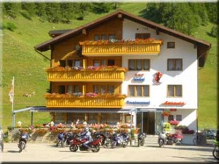 Fahrradfahrerfreundliches Bikerhotel Astoria in Ulrichen