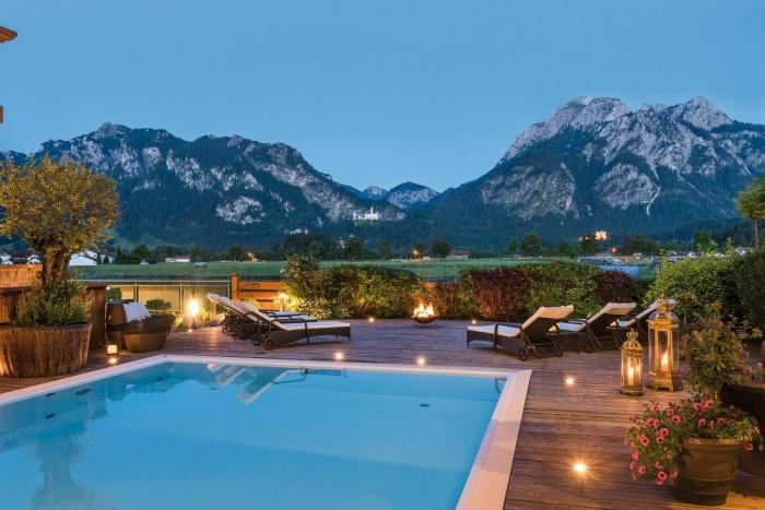 Fahrradfahrerfreundliches Hotel Rübezahl mit Blick auf Schloss Neuschwanstein in Schwangau